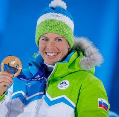 Zimske olimpijske igre Soci 2014. Podelitev medalj - smucarski tek, prosti sprint - zenske. Slovenska smucarska tekacica Vesna Fabjan.