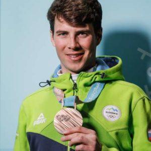 ZOI 2018 - deskar Zan Kosir je v paralelnem veleslalomu osvojil bronasto odlicje. Podelitev odlicja.