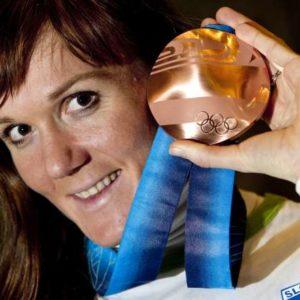 Zimske olimpijske igre 2010. Sprejem za bronasto Petro Majdic v slovenski hisi. Dobitnica bronaste olimpijske medalje Petra Majdic.