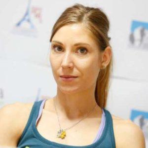 Novinarska konferenca Planinske zveze Slovenije pred svetovnim prvenstvom v sportnem plezanju v Parizu. Plezalka Mina Markovic.