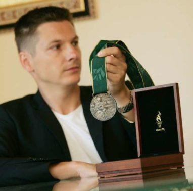Srebrna medalja iz olimpijskih iger v Atlanti leta 1996 kajakasa Andraza Vehovarja.